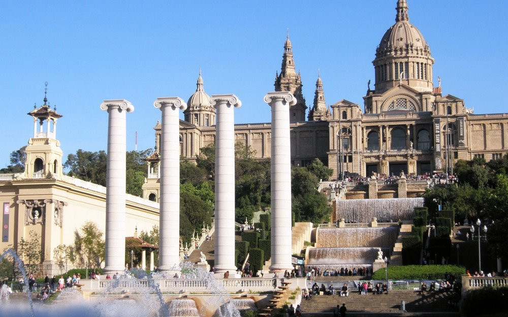 8 things to do if you' re visiting Barcelona for the first time…