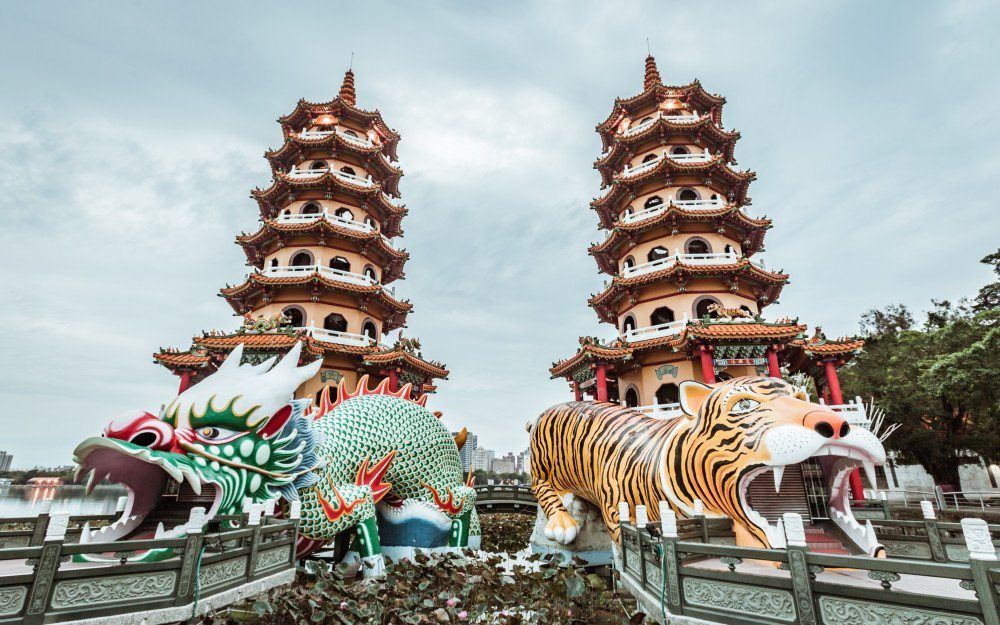 Lotus Pond Kaohsiung Travel Guide: Taiwan's Must See Destination